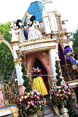 Parade 348 web